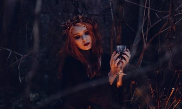 bruja en el bosque